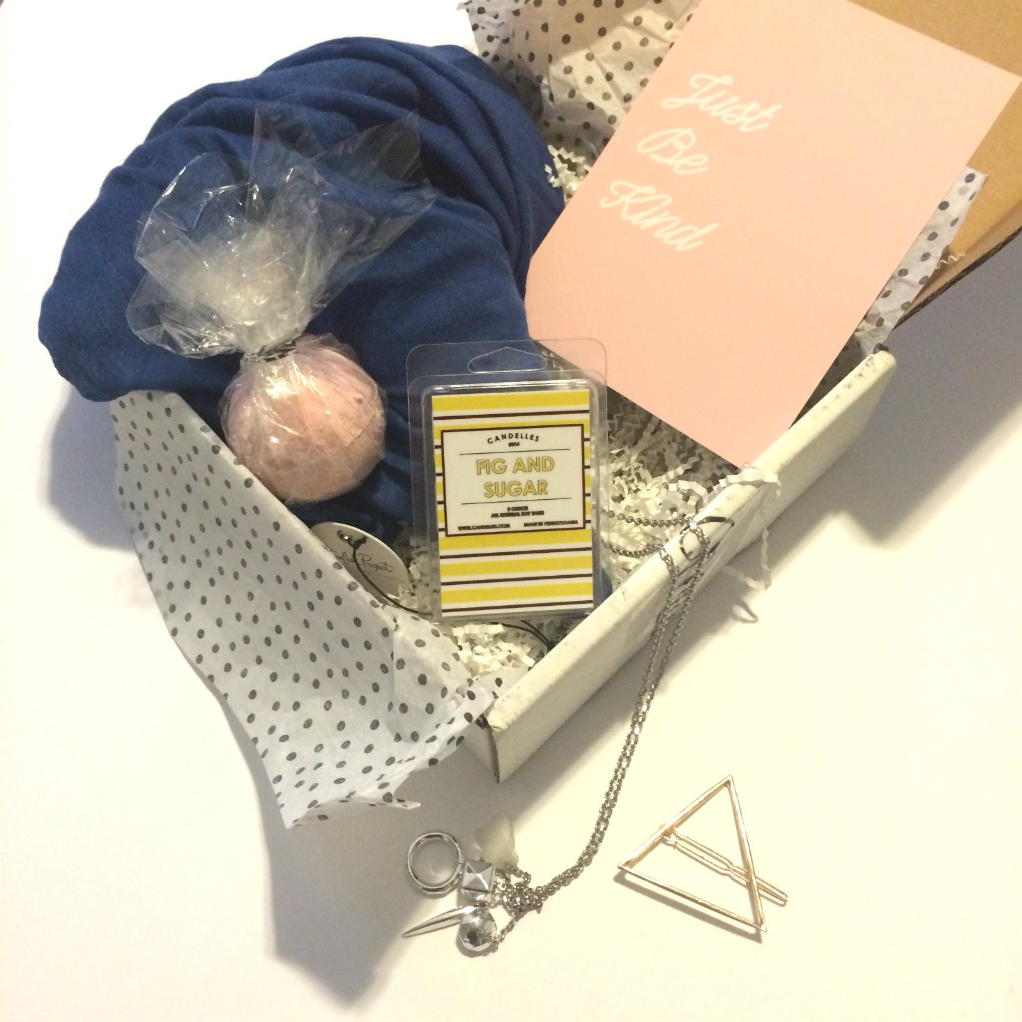 What's inside a MissionCute box? Read our review of the August 2016 box to find out!