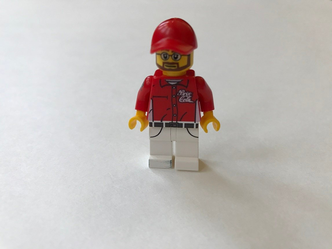 Brick-Loot-April-2017-Minifig2