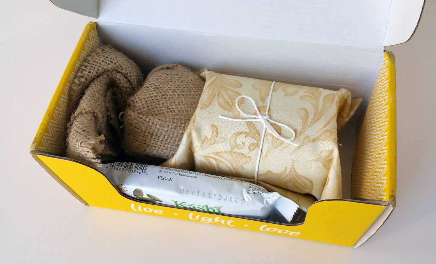 vella-box-october-2016-inside-box-2