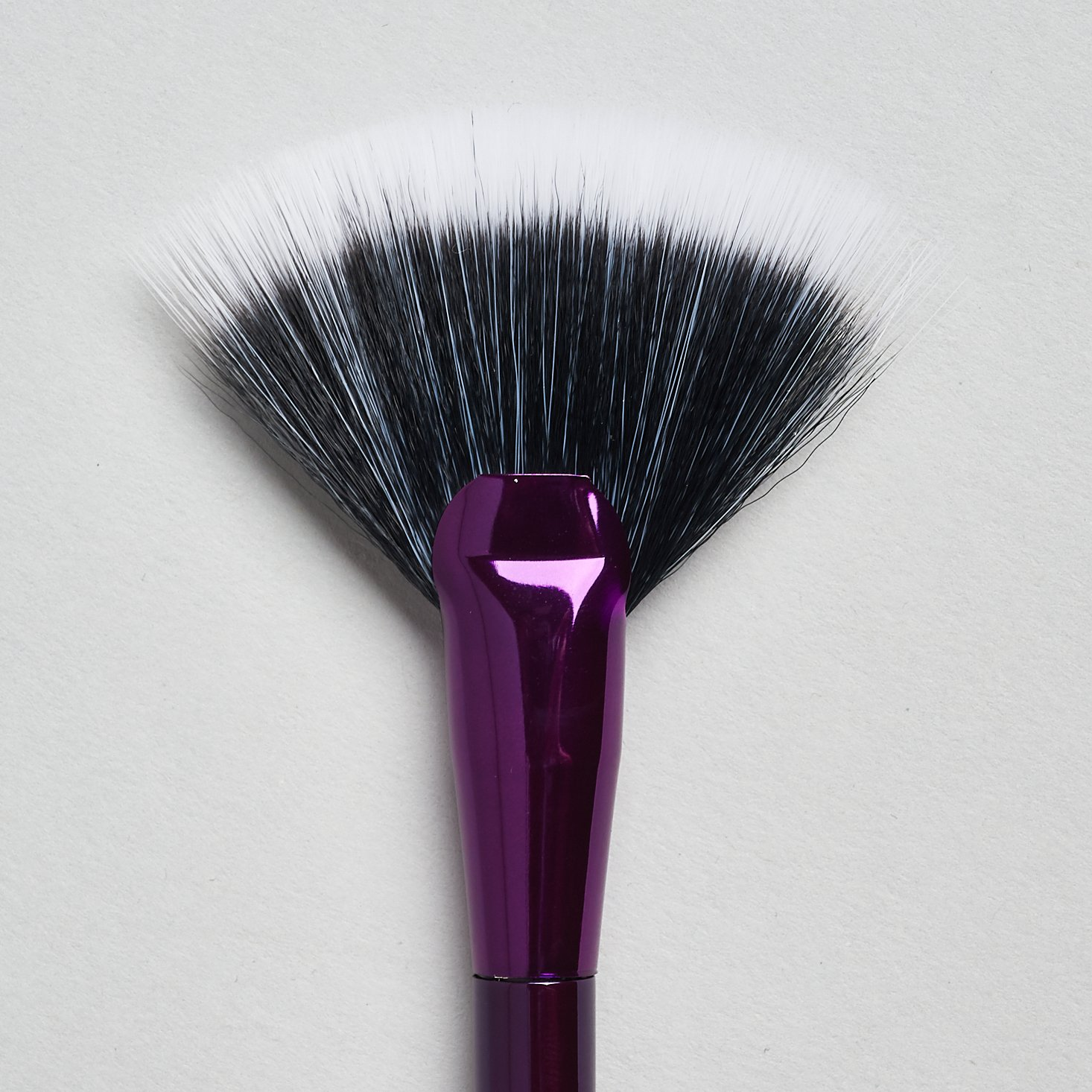 close up of tarte Rainforest of the Sea Highlighting Fan Brush bristles
